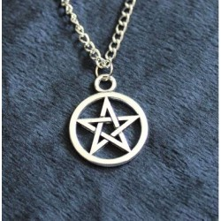 Pendentif avec pentagramme