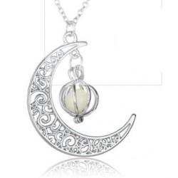 Pendentif lune avec perle verte